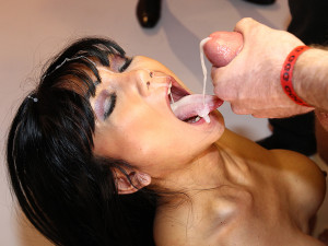 Manga - The Cum Swallowing Slut